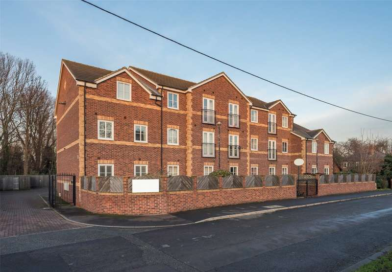 2 Bedrooms Flat for sale in Waterfront, Marsh Lane, Knottingley, West Yorkshire, WF11
