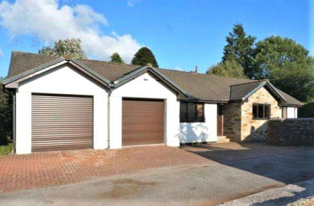 3 Bedrooms Detached Bungalow for sale in Trethurgy Gardens, Callington, Cornwall