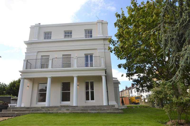 2 Bedrooms Flat for sale in Castle Street, Ryde
