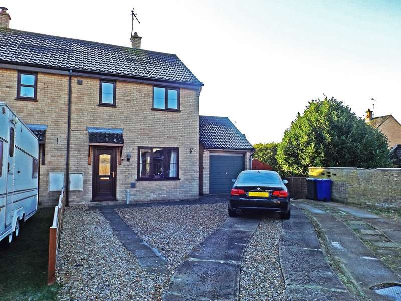 3 Bedrooms Semi Detached House for sale in Willow Close, Brandon, Suffolk, IP27