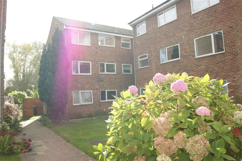 2 Bedrooms Apartment Flat for rent in Riverside Close, Kings Langley