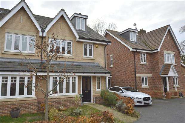 4 Bedrooms Town House for sale in HORLEY, RH6