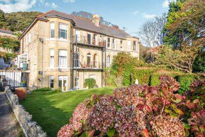 3 Bedrooms Flat for sale in Southgrove Rd, Ventnor, Isle Of Wight