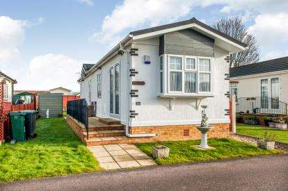 2 Bedrooms Mobile Home for sale in Grosvenor Avenue, Kings Langley, Hertfordshire, .
