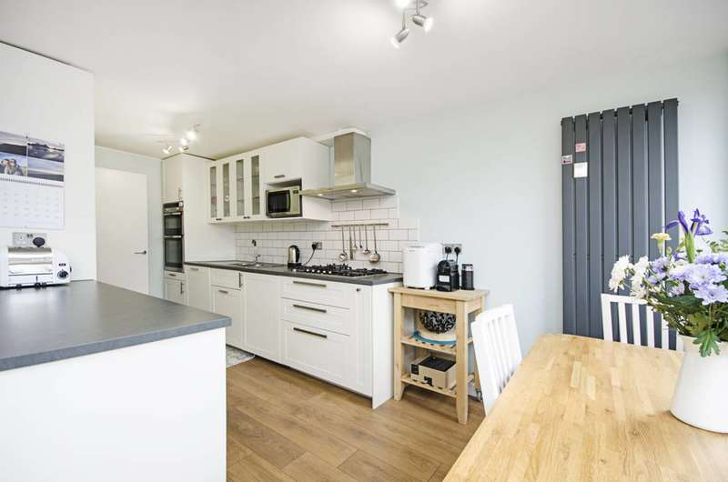 3 Bedrooms Flat for sale in Burlington Close, Maida Hill, W9