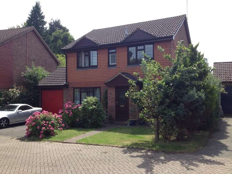 4 Bedrooms Detached House for sale in Badgers Copse, Camberley, Surrey, GU15
