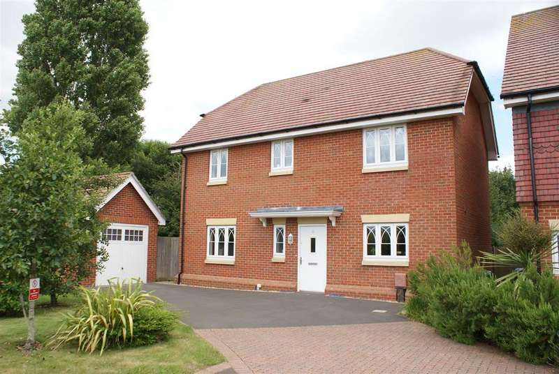 4 Bedrooms Detached House for sale in Chantry Mead, Barnham