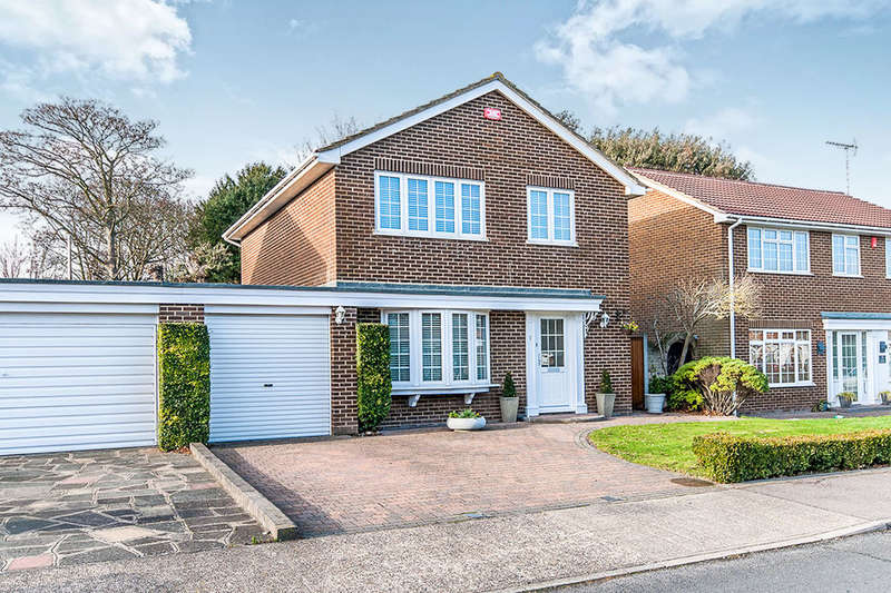 4 Bedrooms Detached House for sale in Laking Avenue, Broadstairs, CT10