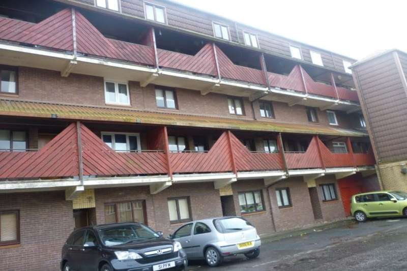 2 Bedrooms Flat for rent in Braehead Road, Cumbernauld, Glasgow, G67