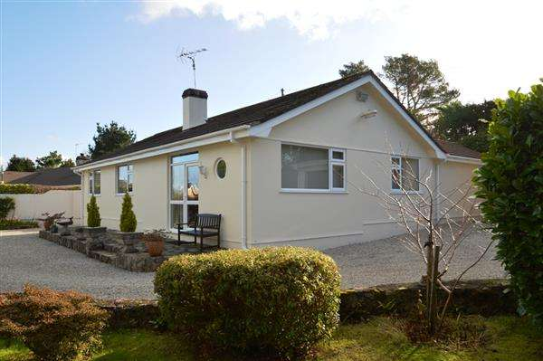4 Bedrooms Bungalow for sale in CROFTHANDY