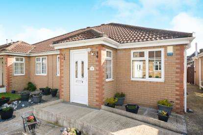 2 Bedrooms Bungalow for sale in Mayall Court, Waddington, Lincoln, Lincolnshire