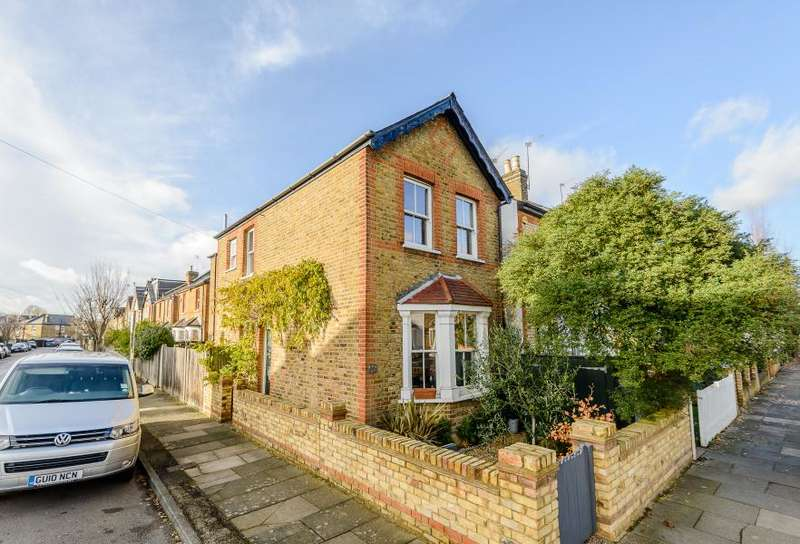 3 Bedrooms Semi Detached House for sale in Willoughby Road, Kingston upon Thames, KT2