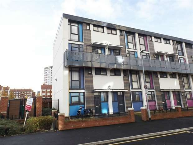 3 Bedrooms Flat for sale in Carlton Gardens, Leeds, West Yorkshire