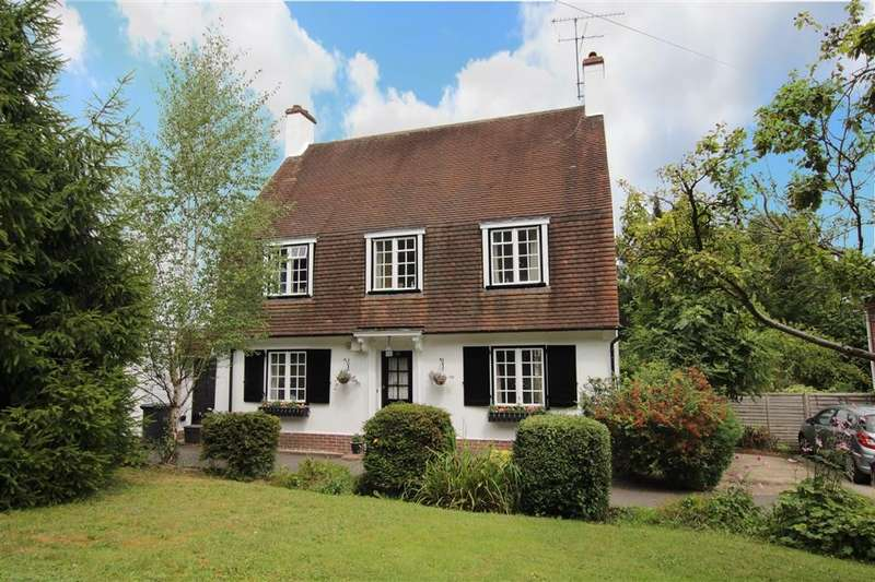 3 Bedrooms Detached House for rent in Westridge Avenue, Purley On Thames, Reading, RG8