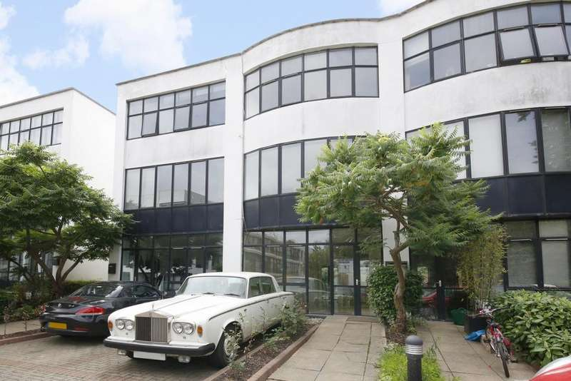 4 Bedrooms House for sale in Frobisher Place, St Mary's Road, SE15