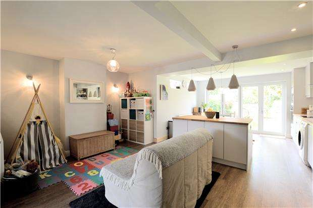 3 Bedrooms Terraced House for sale in Chevening Road, Chipstead, SEVENOAKS, Kent, TN13 2RZ
