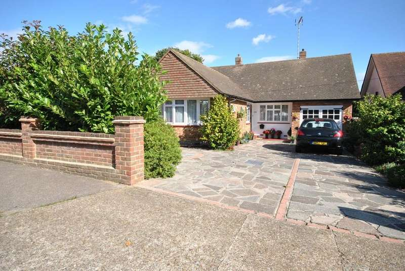 2 Bedrooms Detached Bungalow for sale in Woodfield Road, Hadleigh