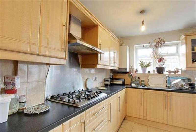 4 Bedrooms Terraced House for sale in Craven Avenue, Southall, Middlesex, UB1 2DJ