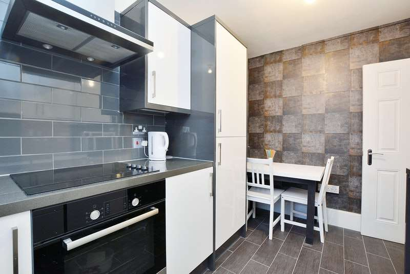 2 Bedrooms Flat for sale in Harrington Square, London, London, NW1