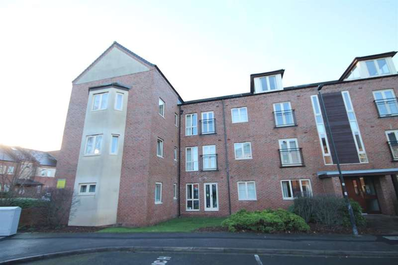 2 Bedrooms Flat for sale in Lawrence Square, York, YO10 3FL