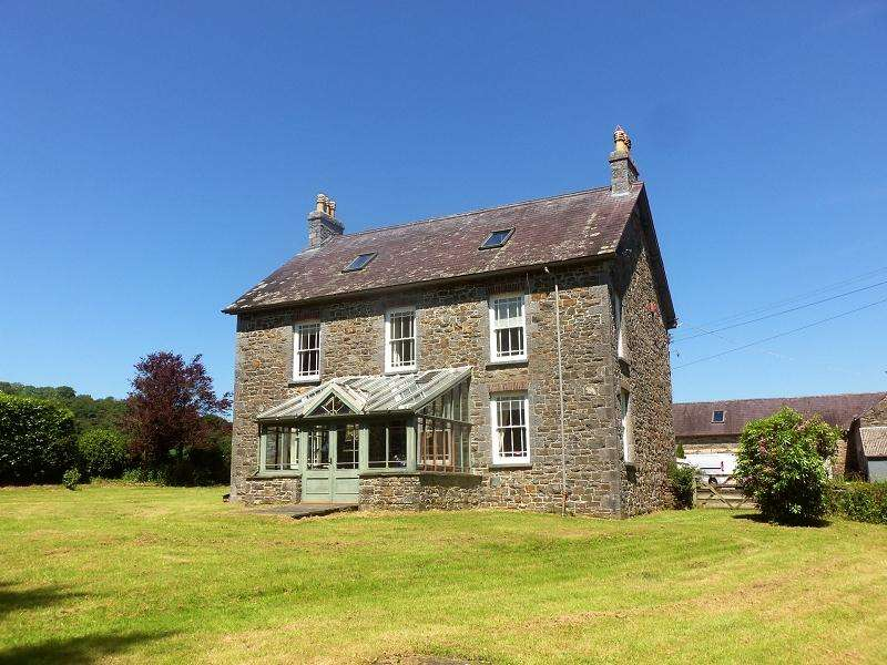 4 Bedrooms Detached House for sale in Ffynnonddrain, Carmarthen, Carmarthenshire.