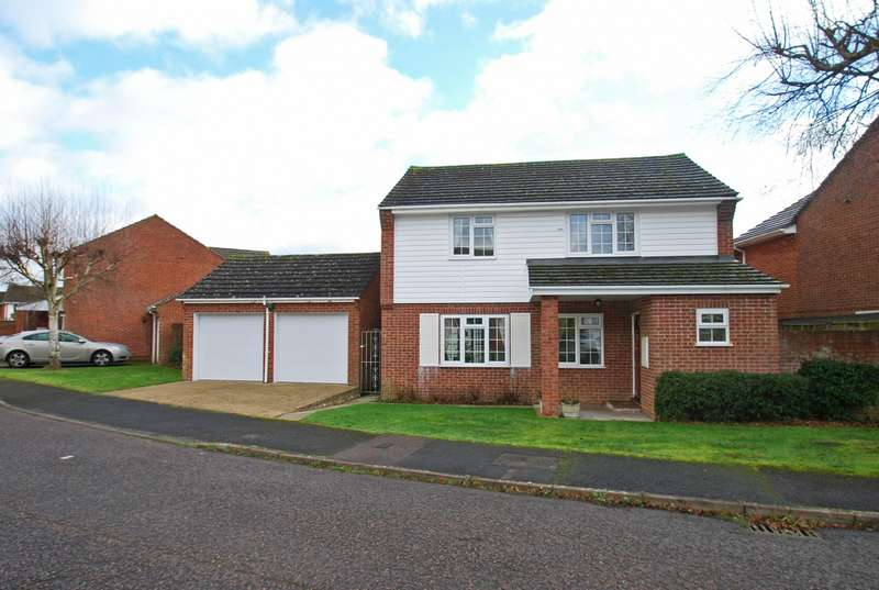 4 Bedrooms Detached House for sale in Drovers Way, Seer Green, HP9