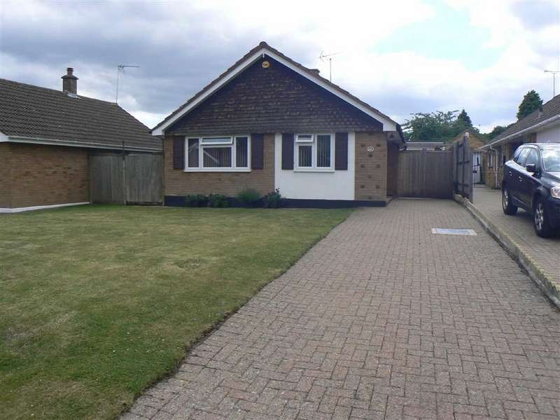 2 Bedrooms Detached Bungalow for sale in Hilborough Way, Farnborough