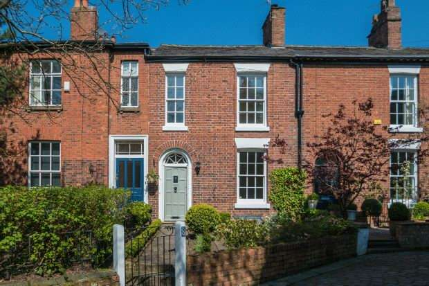3 Bedrooms Terraced House for sale in Sandiway Place, Altrincham