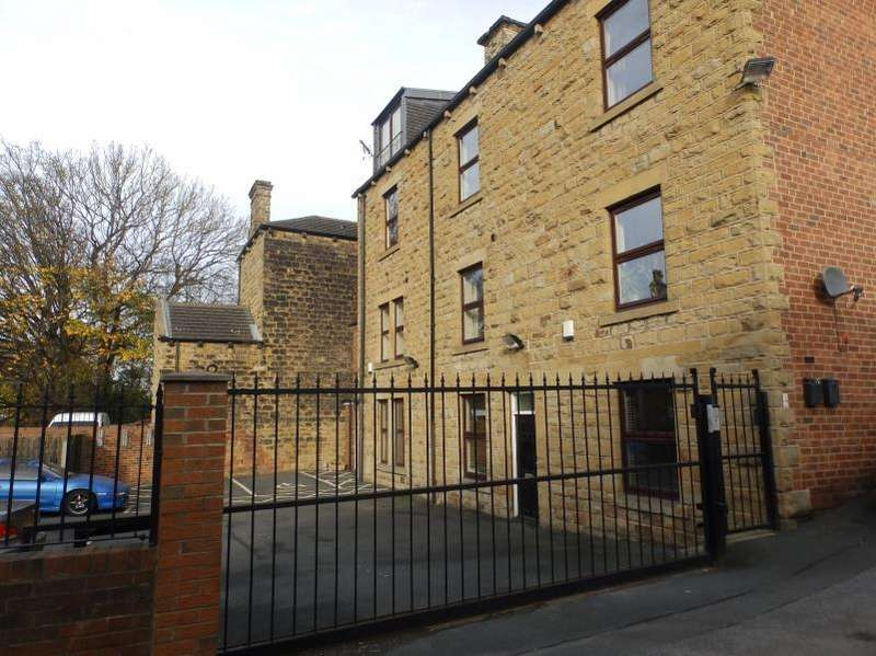 2 Bedrooms Flat for sale in THORP HOUSE, COMMERCIAL STREET, MORLEY, LEEDS, LS27 8HD