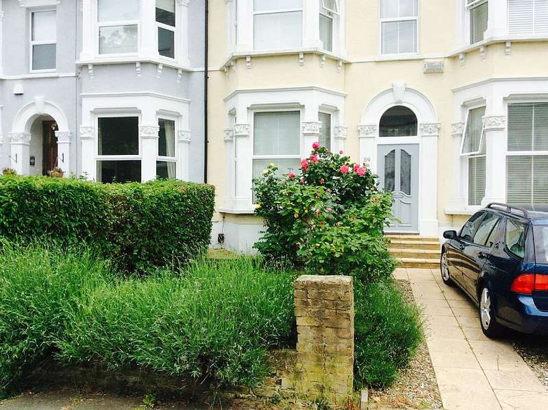 3 Bedrooms Terraced House for sale in Broadfield Road, catford, London