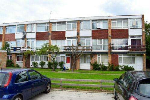 3 Bedrooms Maisonette Flat for sale in Belverdere Mansions, Slough