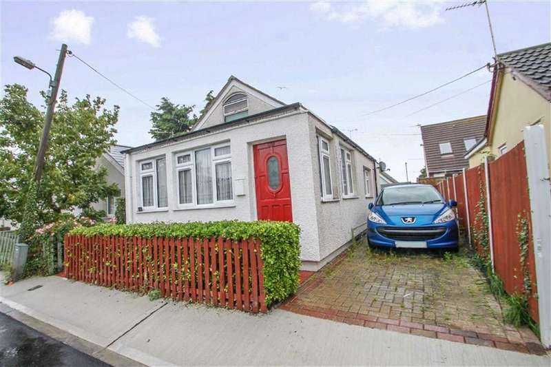 2 Bedrooms Detached Bungalow for sale in Standard Avenue, Jaywick