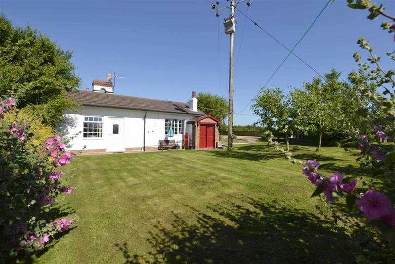 2 Bedrooms Semi Detached Bungalow for sale in Moor Lane, Thornholme, YO25