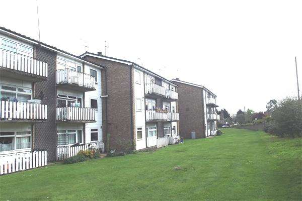 2 Bedrooms Apartment Flat for sale in Hadleigh Court, Broxbourne
