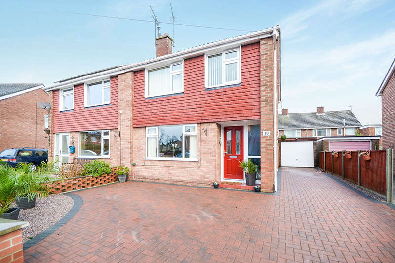 3 Bedrooms Semi Detached House for sale in Hathersage Avenue, North Hykeham, Lincoln, LN6