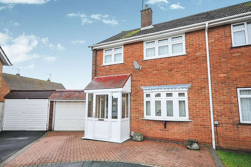 3 Bedrooms Semi Detached House for sale in Mead Close, Swanley, BR8