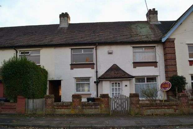 3 Bedrooms Terraced House for sale in Raeburn Road, Kingsley, Northampton NN2 7EP