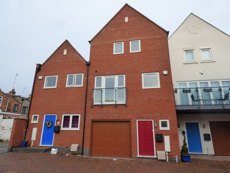 3 Bedrooms Town House for rent in Clarendon Mews, Leamington Spa
