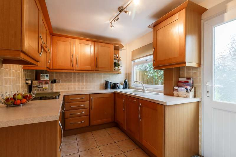 3 Bedrooms End Of Terrace House for sale in Hartley Close, Stoke Poges, Slough, SL3