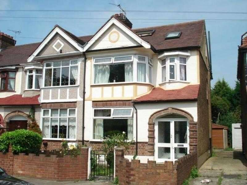 5 Bedrooms Semi Detached House for rent in Eccleston Crescent, Romford