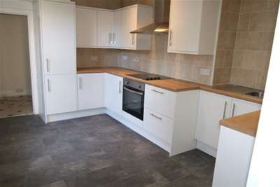 3 Bedrooms End Of Terrace House for rent in Tudor Road, Westcliff on Sea