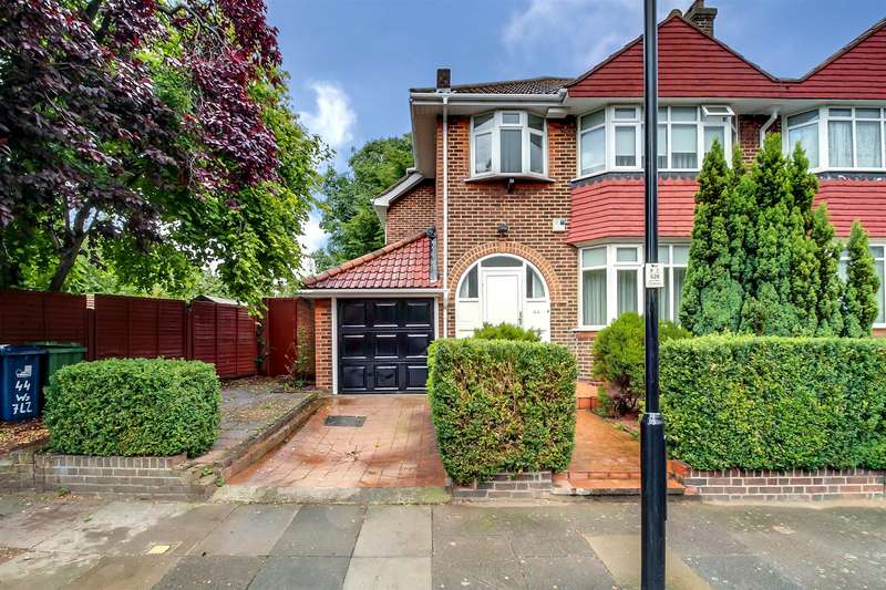 3 Bedrooms Semi Detached House for sale in Vyner Road, London