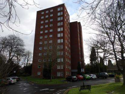 2 Bedrooms Flat for sale in Bowen Court, Wake Green Park, Moseley, Birmingham