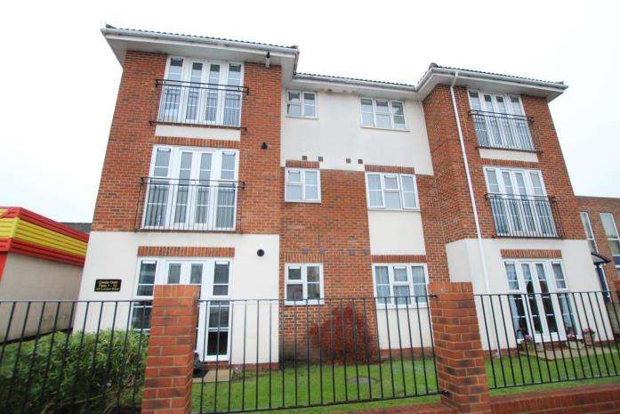 2 Bedrooms Flat for rent in London Road, Hadleigh
