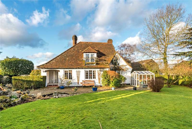 4 Bedrooms Detached House for sale in Collendean Lane, Norwood Hill, Surrey, RH6