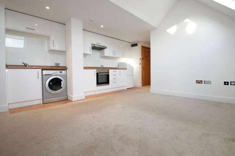 2 Bedrooms Flat for rent in North House, Carshalton