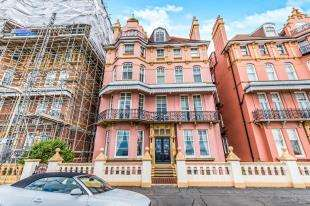 3 Bedrooms Flat for sale in Kings Gardens, Hove, East Sussex, .