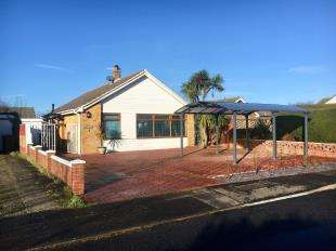 2 Bedrooms Bungalow for sale in Lake View, Pagham, West Sussex