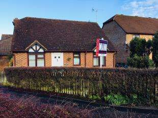 2 Bedrooms Bungalow for sale in Reedmace Close, Ashford, Kent