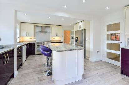 5 Bedrooms Detached House for sale in Kings Lodge Drive, Mansfield, Nottinghamshire